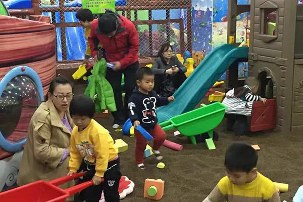 怎么选择合适儿童乐园的设备?