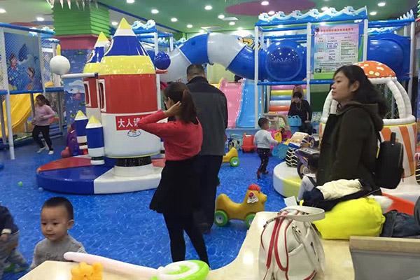 在乡镇开一家儿童乐园怎么样?