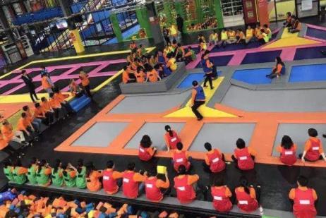 一起来做室内儿童乐园加盟项目中蹦床乐园的员工培训吧